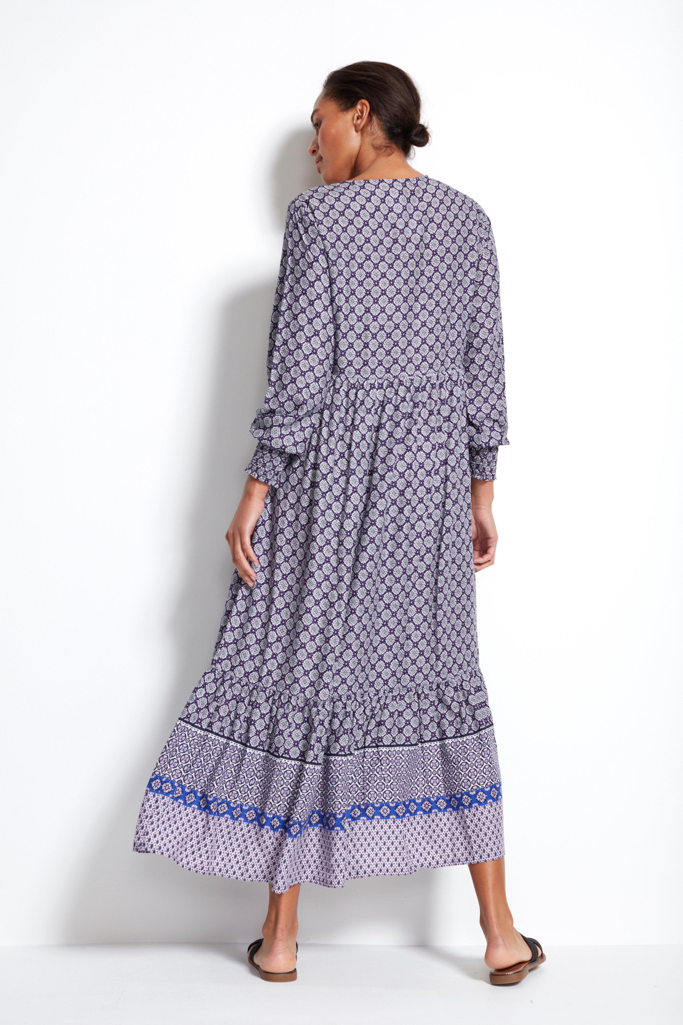 Wzorzysta sukienka we wzory