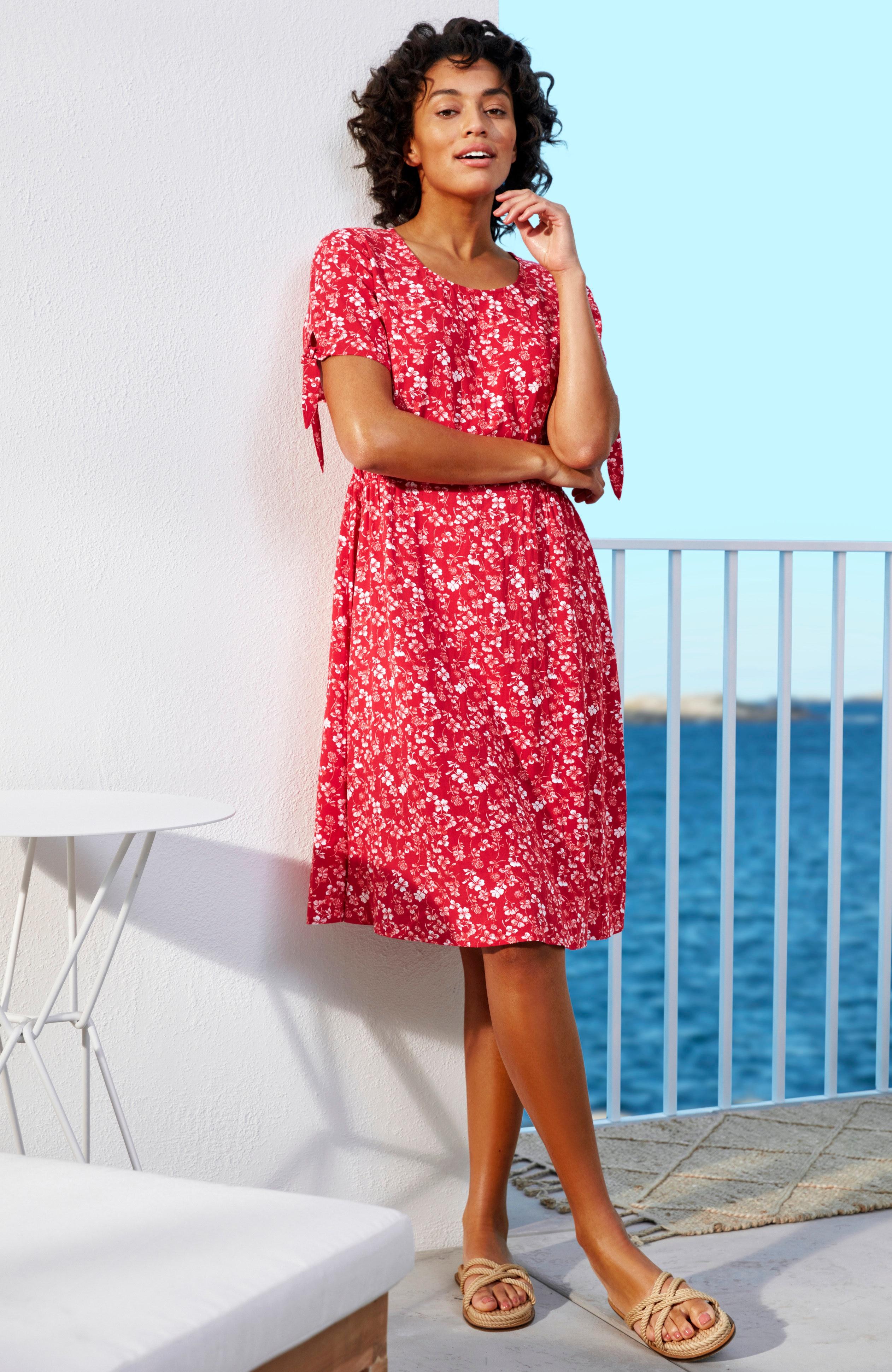 Wzorzysta sukienka zmarszczeniem