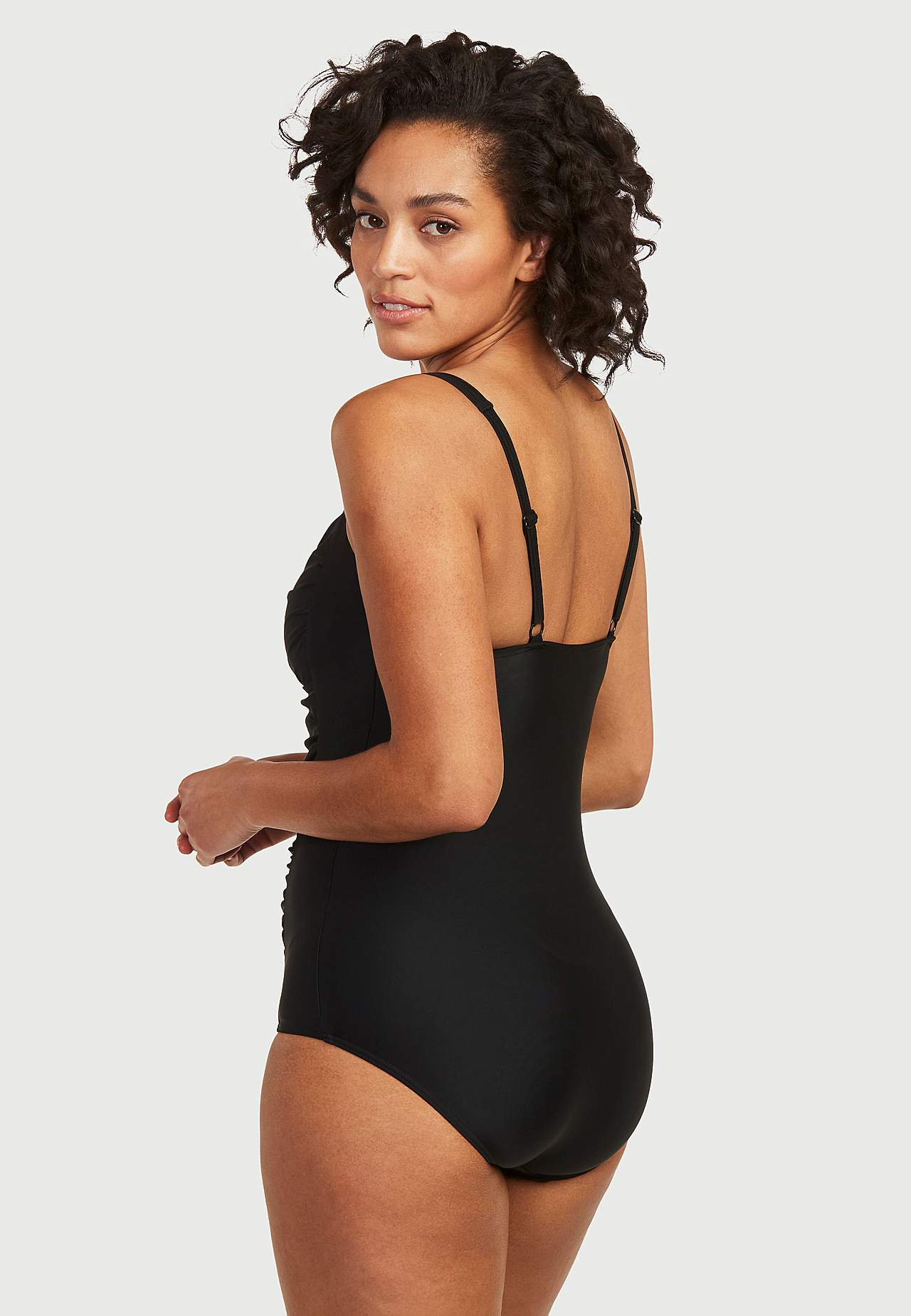 Czarny kostium modelujący