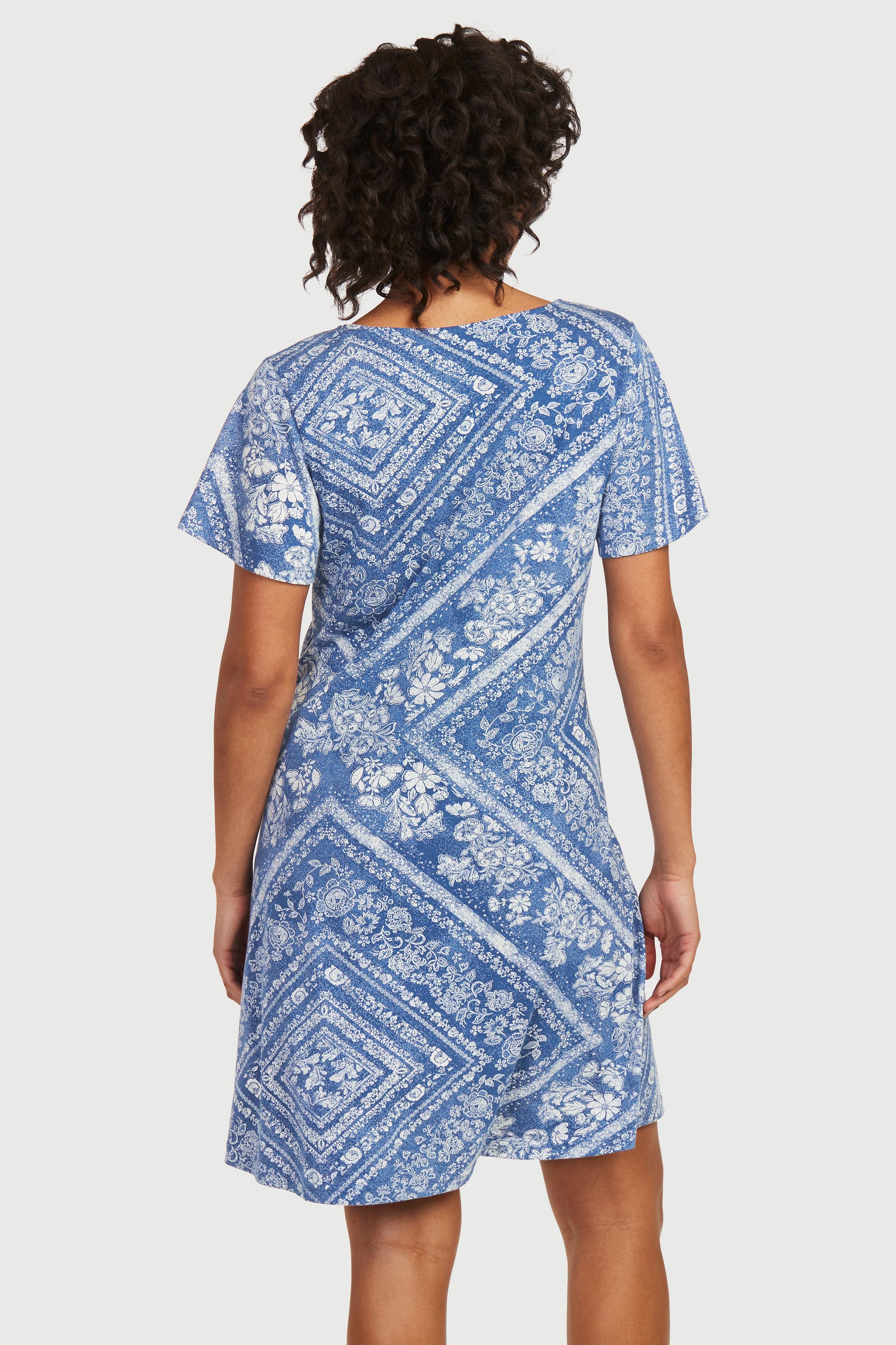 Dżersejowa sukienka ze wzorem