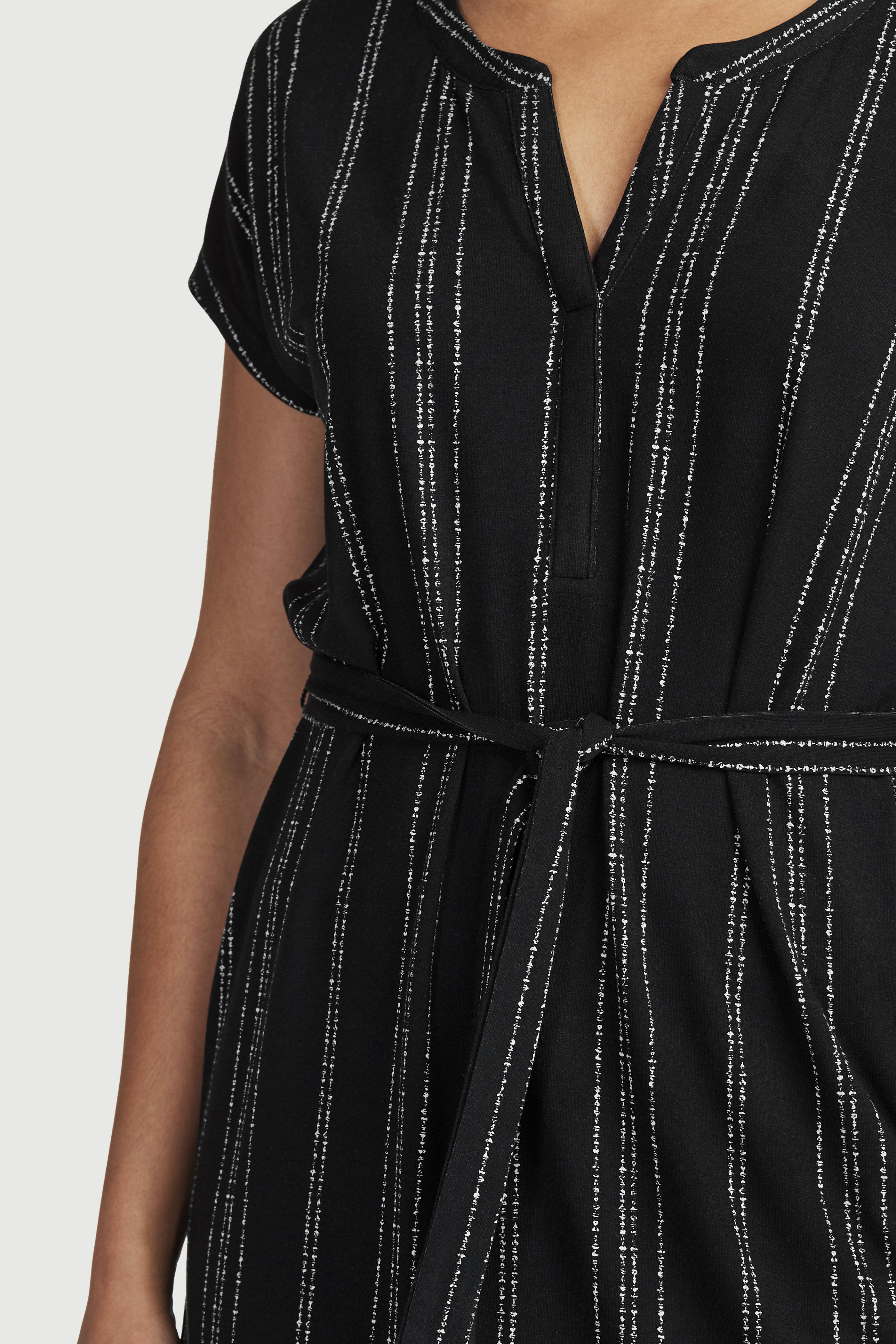 Tunika z dżerseju w czarne i białe wzory z wiązanym paskiem