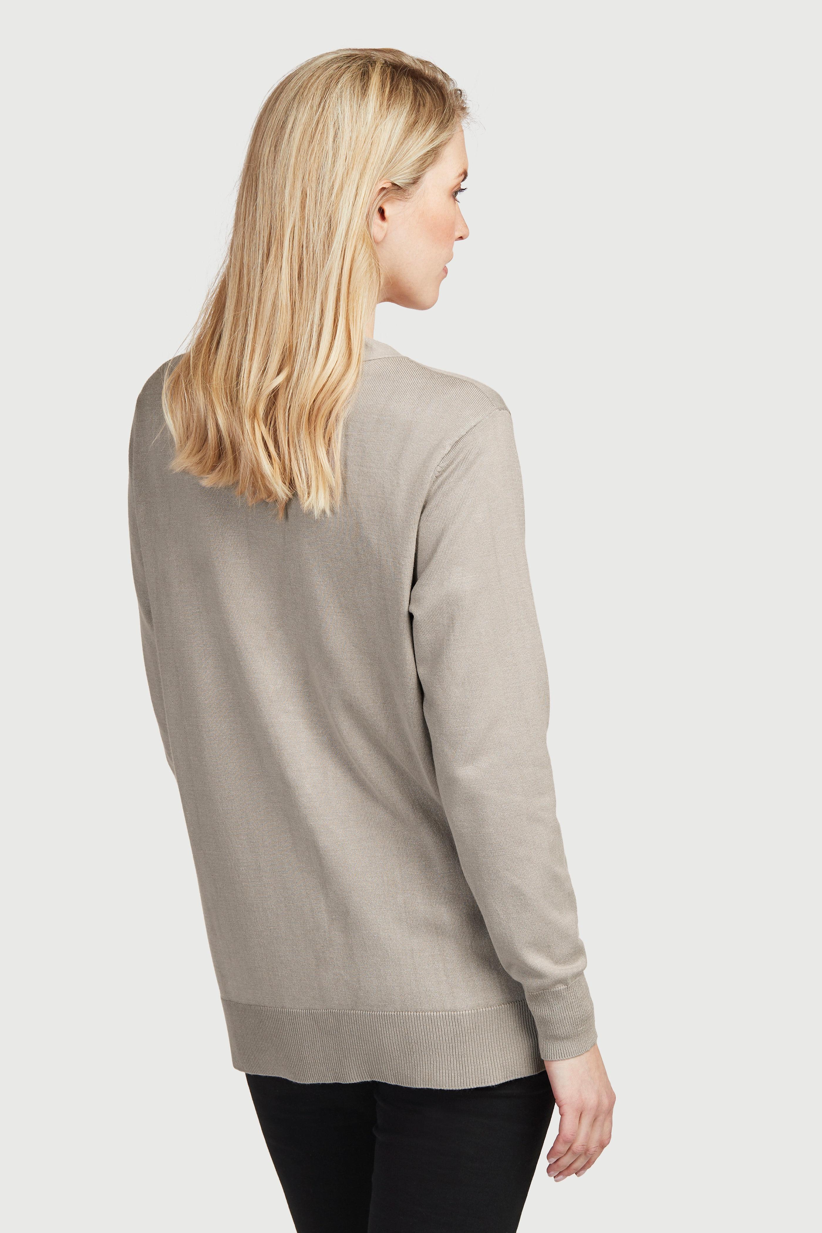 Cienko dziany rozpinany sweter z dekoltem w serek i guzikami