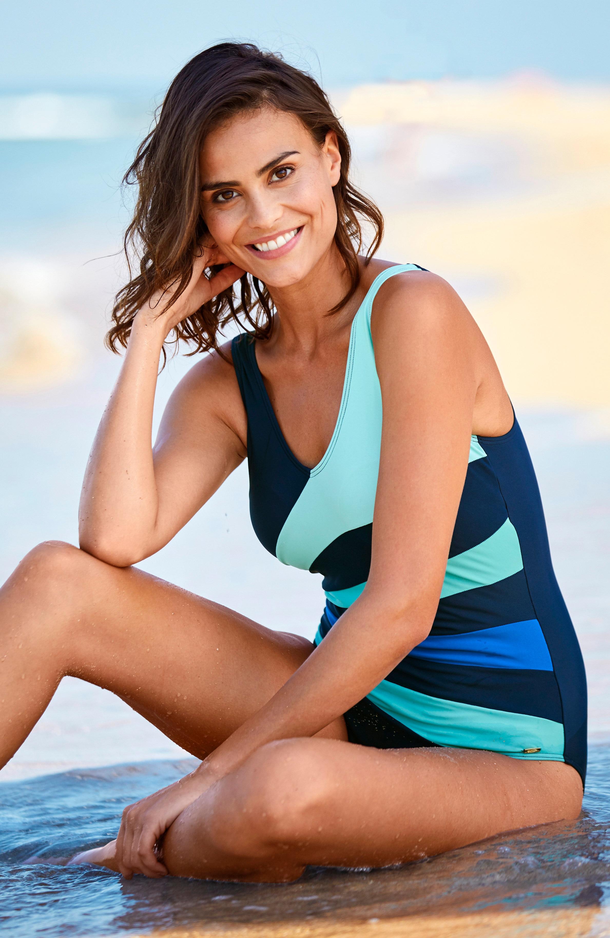 Niebieski kostium kąpielowy