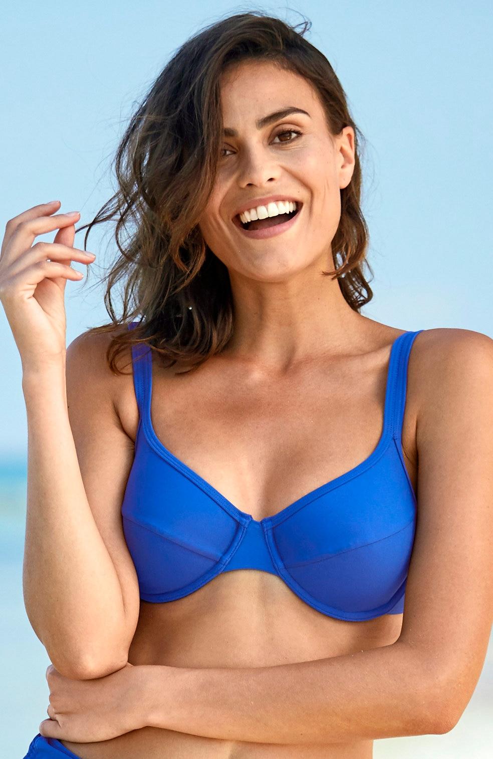 Niebieski biustonosz od bikini na fiszbinach
