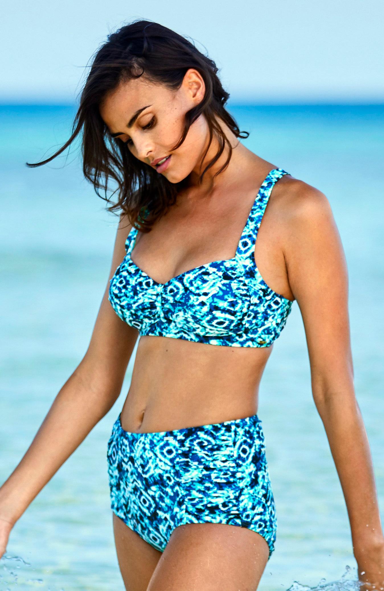 Wysokie majtki od bikini wniebieskie wzory