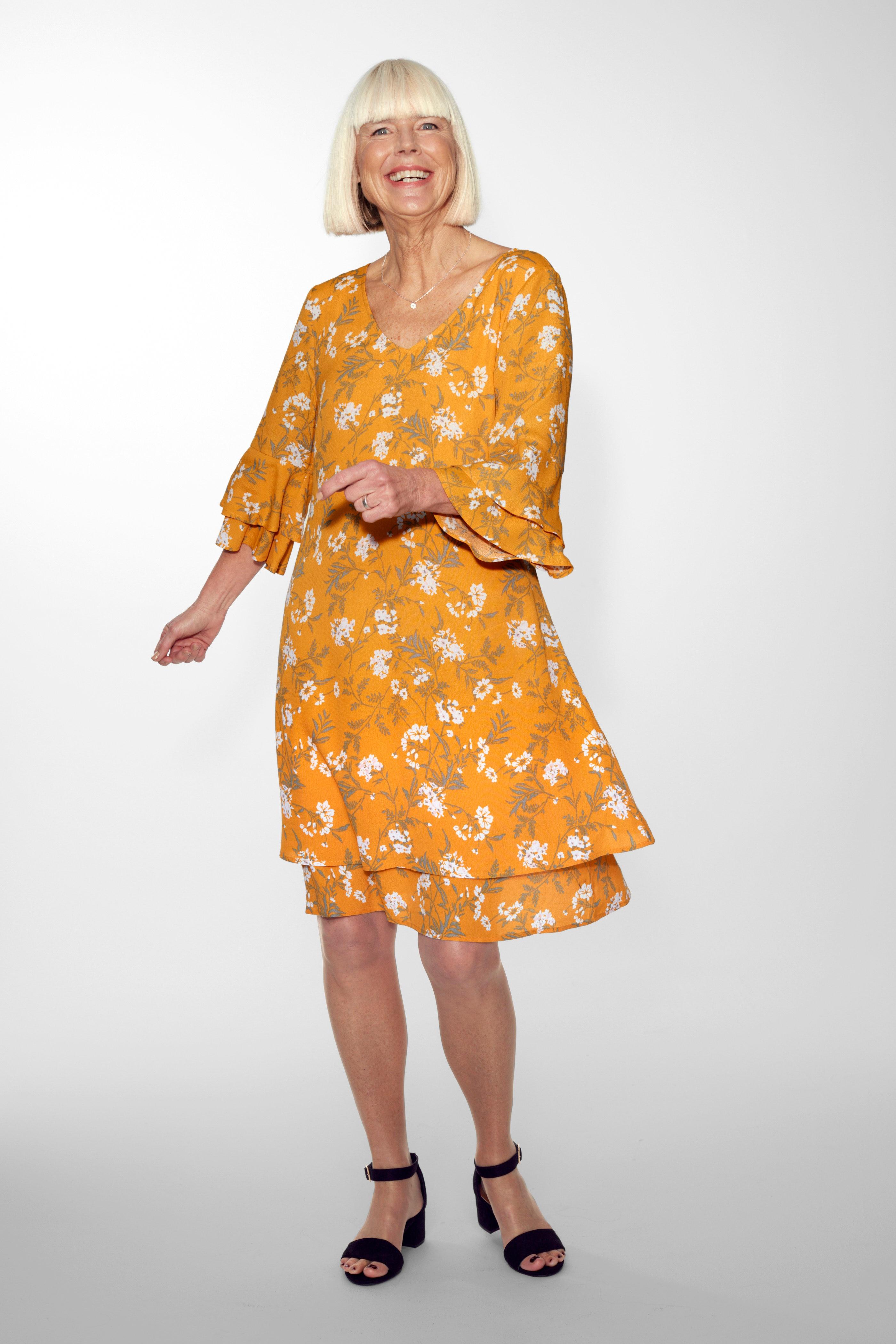 Sukienka warstwa na warstwie zrękawami zfalbanką