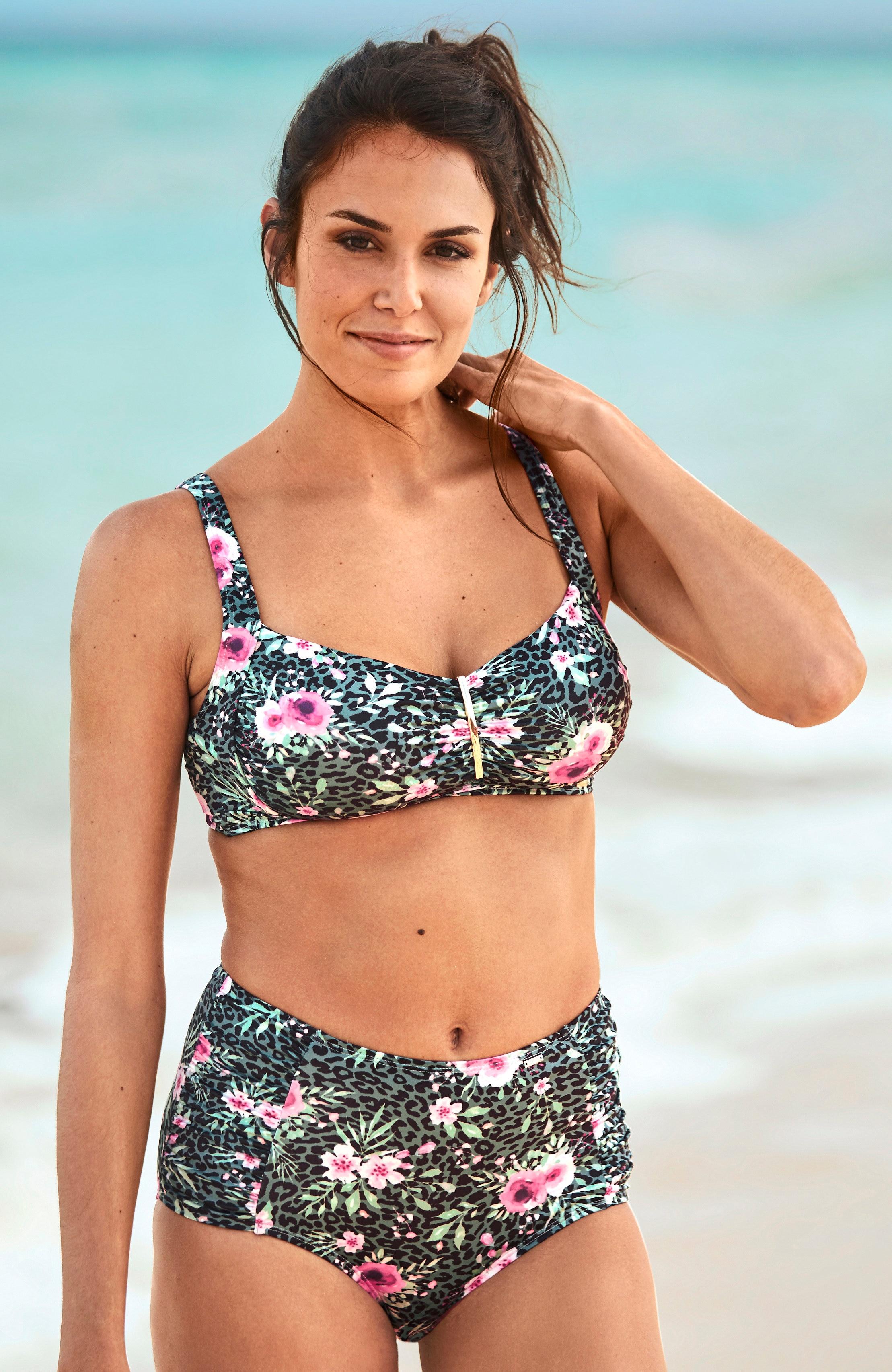 Wysokie majtki od bikini wkwiatki